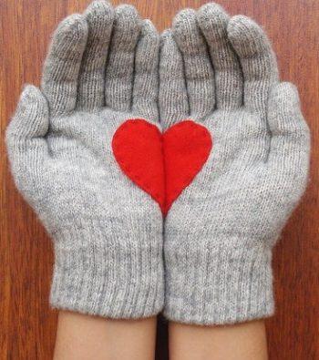 Guantes de Lana y Angora con un diseño de corazón en fieltro hecho a mano