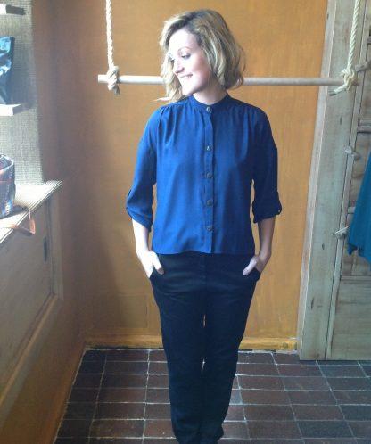 Camisa de seda natural en azul marino