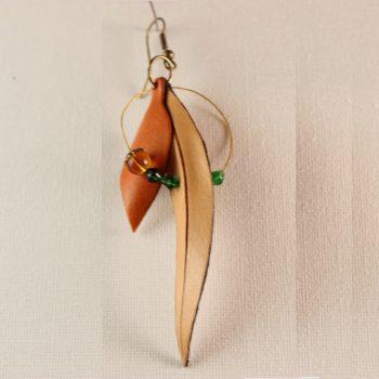 Pendientes largos de colgar en piel vegetal en forma de hoja