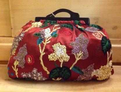 Bolso estilo Kabascon tela de Seda bordado y asa y madera teca